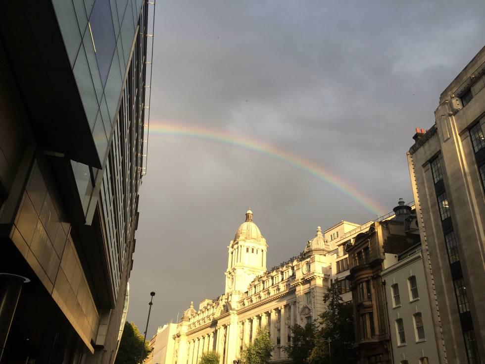 虹 ロンドン